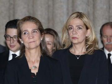 Las infantas Elena y Cristina en una imagen de archivo
