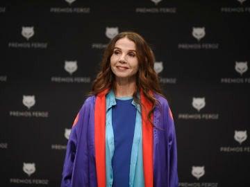 La actriz y cantante, Victoria Abril posa antes de una rueda de prensa en el Auditorio del Centro de Arte de Alcobendas en Madrid