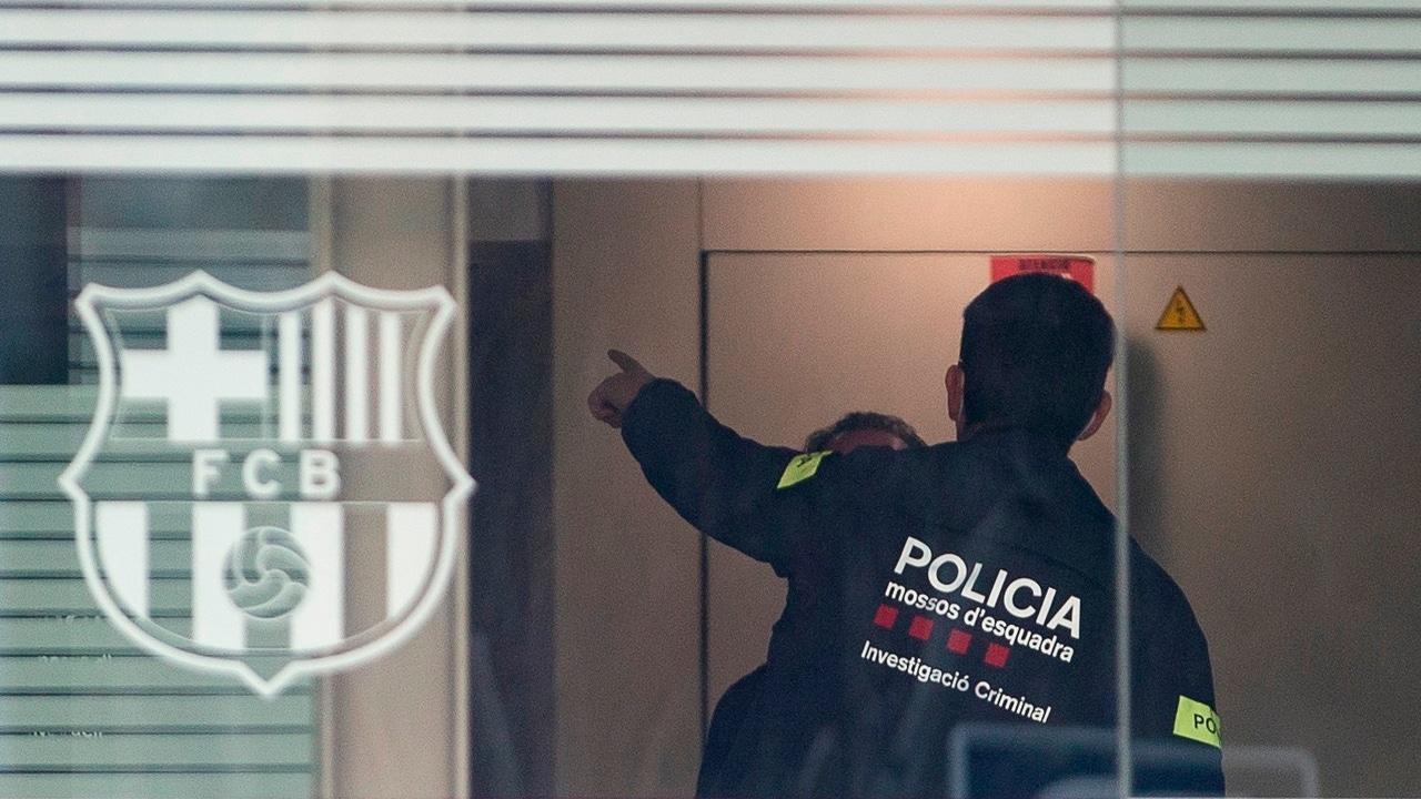Los Mossos en las oficinas del Barça