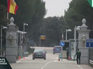 El coche de la infanta Elena entrando en Zarzuela