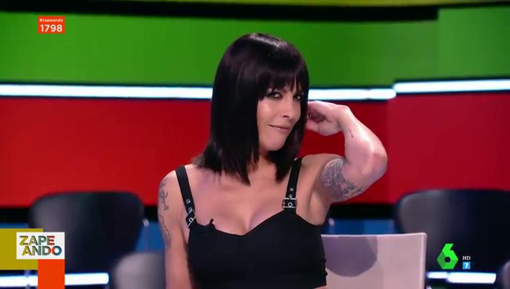 """Lorena Castell aparece más """"pibón"""" que nunca con un look """"a lo pretty woman"""""""