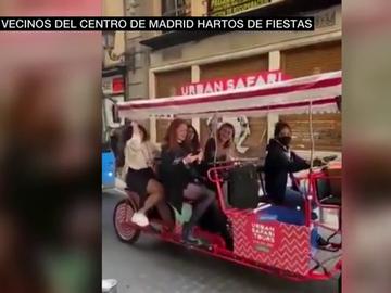 """Los vecinos del centro de Madrid, hartos de las fiestas ilegales de extranjeros en pisos turísticos: """"Vamos camino de ser Magaluf"""""""