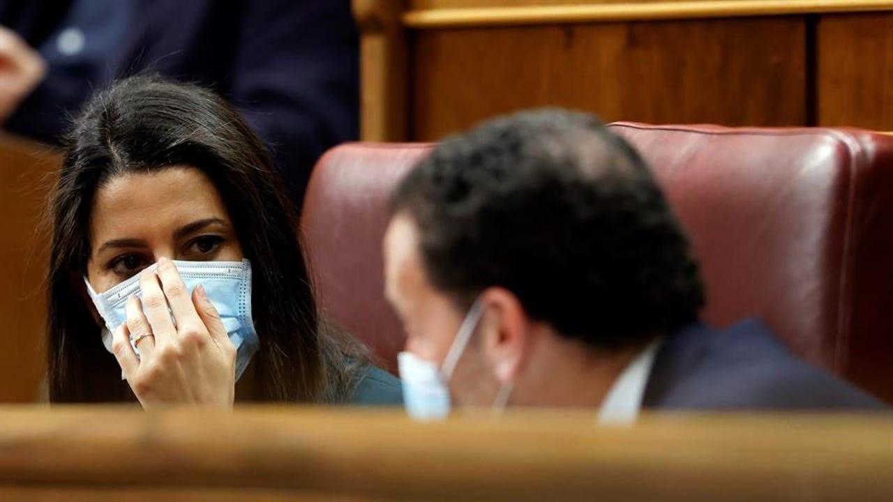 Inés Arrimadas y Edmundo Bal durante la sesión de control en el Congreso