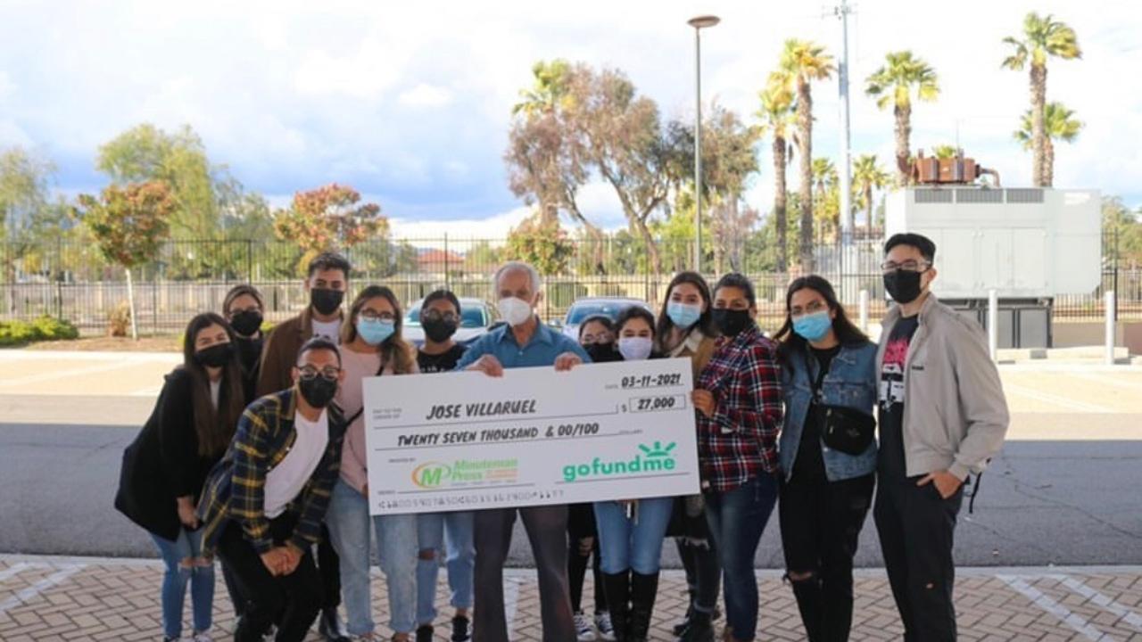 El solidario gesto de un alumno con su exprofesor: recauda 22.000 euros al descubrir que vivía en su coche