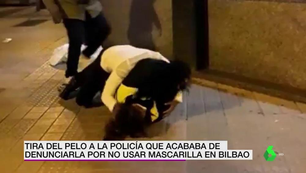Tira del pelo a la policía que le multa por no llevar la mascarilla en Bilbao