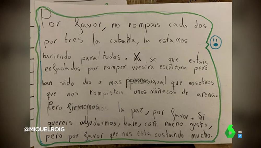 """El adorable cartel de un niño para poner fin a la pelea entre dos clases de su colegio: """"Firmemos la paz, por favor"""""""