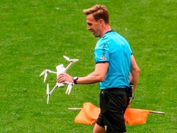 Pizarro Gómez retira un dron de San Mamés