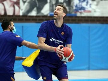 Pau Gasol se entrena con el Barça