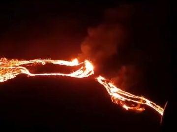 Espectacular erupción volcánica en Islandia