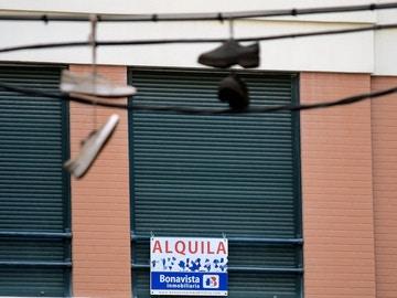 Una vivienda con el cartel de 'Se alquila'