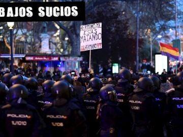 Efectivos policiales vigilan la manifestación de Madrid