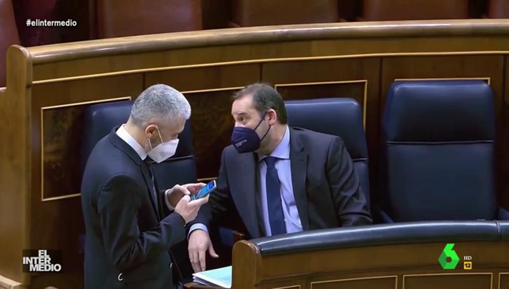 Vídeo manipulado - La surrealista conversación de Ábalos y Marlaska en el Congreso de los Diputados