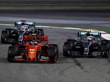 Leclerc, perseguido por Hamilton y Bottas