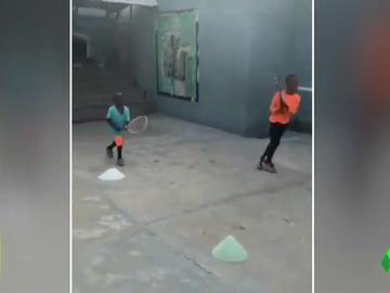 La emoción de Novak Djokovic al ver el entrenamiento de tenis de estos niños