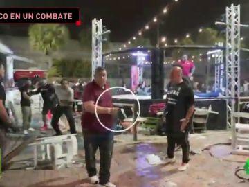 Caos en un combate de MMA: un hombre saca una pistola y dispara entre los espectadores