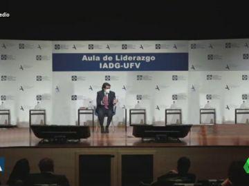 Vídeo manipulado - Aznar sorprende hablando solo en un acto público