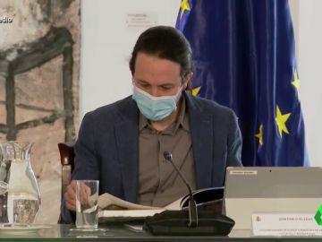 Vídeo Manipulado - Pablo Iglesias simula leer un libro pero este tiene las hojas en blanco