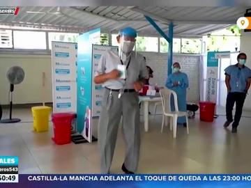 Un anciano de 85 años se arranca a bailar tras recibir la vacuna contra el coronavirus
