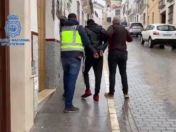 Liberada una mujer antes de ser obligada a prostituirse por su pareja engañada por el método 'Lover Boy'