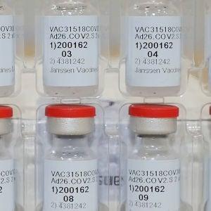 Viales de la vacuna de Janssen contra el coronavirus