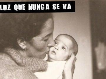 Imagen de Roy Galán con su madre