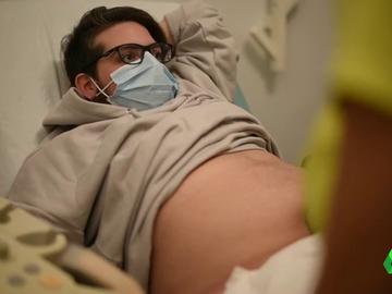 """Rubén, padre gestante, a punto de dar a luz: """"No me he operado de mastectomía porque quiero vivir la lactancia"""""""