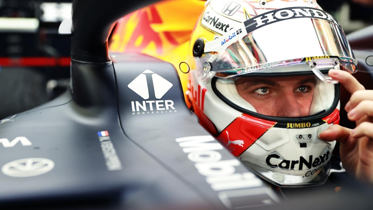 Max Verstappen, en el 'cockpit' de Red Bull
