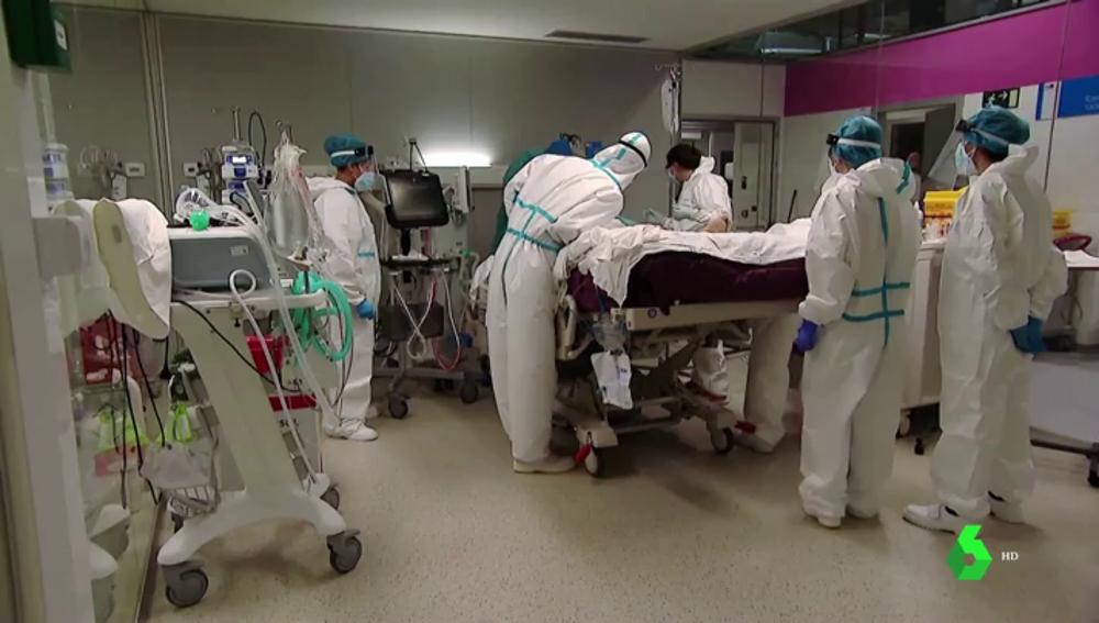 Aumenta el número de sanitarios contagiados por primera vez desde enero
