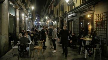 Aglomeraciones de turistas en Madrid ante las restricciones de la capital