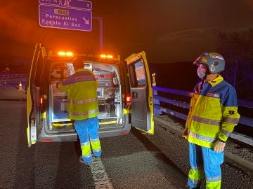 Imágenes de los servicios médicos en el lugar del accidente