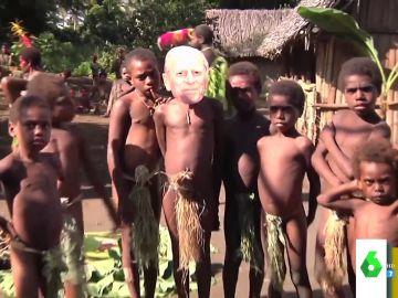 Sí, existe: así es la tribu que considera al duque de Edimburgo su dios