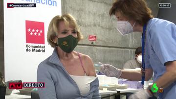 Esperanza Aguirre recibe la vacuna de AstraZeneca