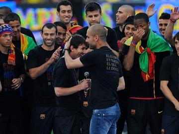 Guardiola celebra con los jugadores del Barça