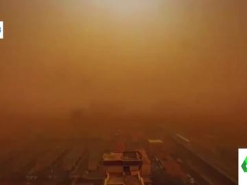 El impactante 'timelapse' que muestra cómo una tormenta de arena cubrió las calles de Beijing