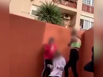 """""""Como cuentes algo, te mato"""": el duro vídeo de una agresión de tres menores a otra en San Fernando"""