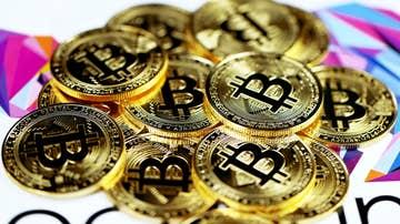 Puñado de monedas Bitcoin
