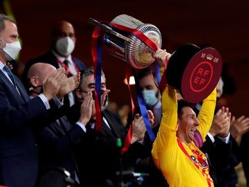 Leo Messi levanta la Copa del Rey