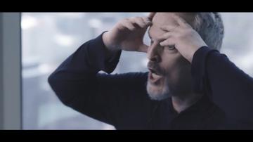 """Las surrealistas reacciones de Miguel Bosé en plena entrevista que sorprenden a Jordi Évole: """"¿Por qué haces eso?"""""""