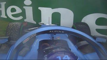 Fernando Alonso, contra el muro