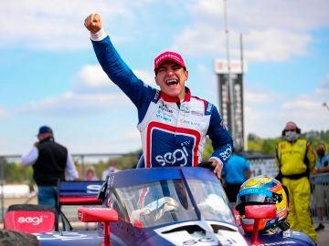 Álex Palou, celebrando su primera victoria en la Indycar