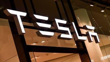 En la imagen, el logo de Tesla