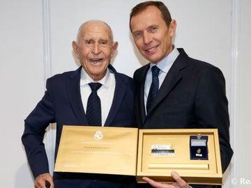 Emilio Butragueño junto a su padre