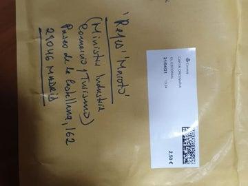 El sobre remitido a Reyes Maroto, con fecha de llegada del 23 de abril y que llegó a entrar a su despacho