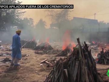 Ciudades convertidas en crematorios gigantes al aire libre: la dramática situación de la India por el coronavirus