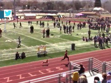 El insólito momento en el que un perro se cuela en una carrera de atletismo y acaba sorpasando a todos los corredores