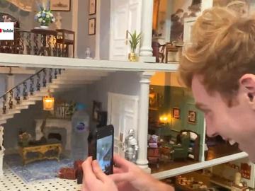 La reacción de una pareja al alquilar una mansión sin saber que era una casa de muñecas