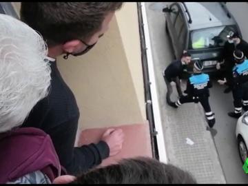 Un hombre rompe la nariz de un policía con un fuerte cabezazo para evitar ser detenido en Terrassa