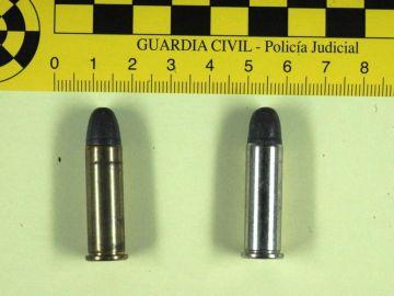 Los dos cartuchos que contenía la carta dirigida a José Luis Rodríguez Zapatero