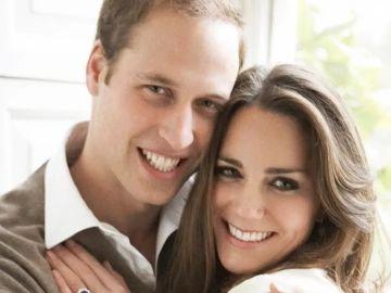 Los duques de Cambridge, en su foto de compromiso