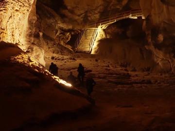 El brutal experimento social al que se han sometido 15 franceses: pasar 40 días sin luz ni electricidad en una cueva